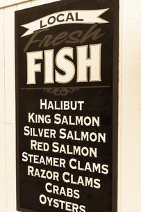 Fishmongers shop sign, Homer Spit, Kachemak Bay, Alaska, USAの写真素材 [FYI03813197]