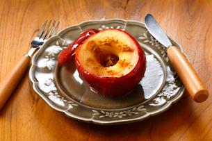 焼きリンゴの写真素材 [FYI03813453]