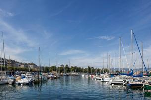 スイス、ジュネーブ旧市街とレマン湖の写真素材 [FYI03813551]