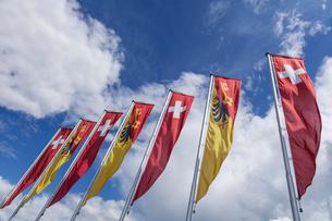 スイスとジュネーブの旗の写真素材 [FYI03813739]