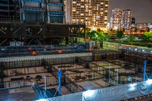 横浜・みなとみらいの高層ビル建設現場(基礎工事)の写真素材 [FYI03813872]