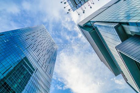 渋谷の高層ビルと空の写真素材 [FYI03813997]