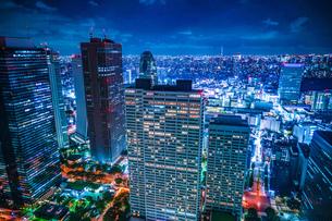 東京都庁舎の展望台から見える東京の夜景の写真素材 [FYI03814020]