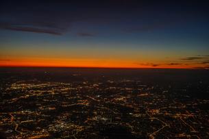 飛行機から見えるロンドンの夜景の写真素材 [FYI03814034]