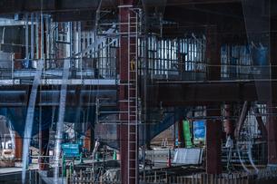 横浜・みなとみらいの高層ビル建設現場の写真素材 [FYI03814037]