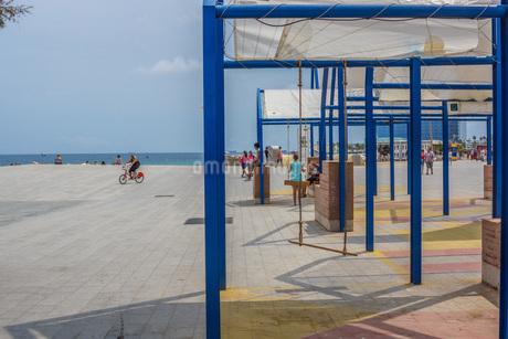 バルセロネータビーチ(スペイン・バルセロナ)の写真素材 [FYI03814093]