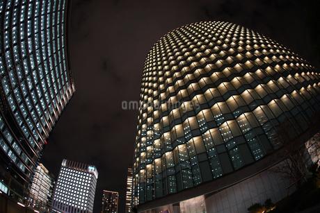 横浜みなとみらいのビル群と夜景の写真素材 [FYI03814095]
