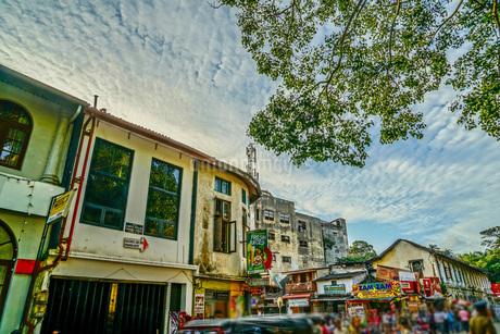 スリランカ・キャンディの街並み(ペラヘラ祭り)の写真素材 [FYI03814168]