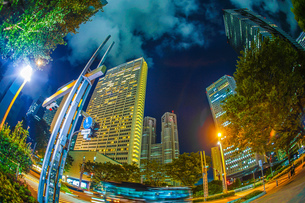 東京新宿の高層ビル群の夜景の写真素材 [FYI03814196]