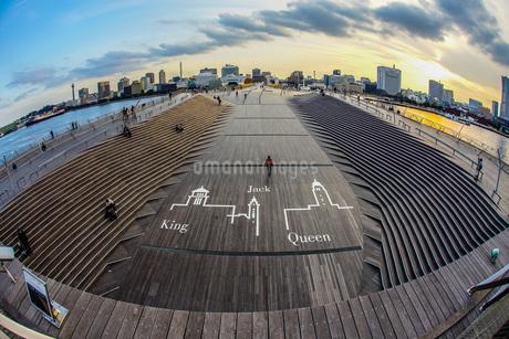 横浜大さん橋からの夕景の写真素材 [FYI03814204]