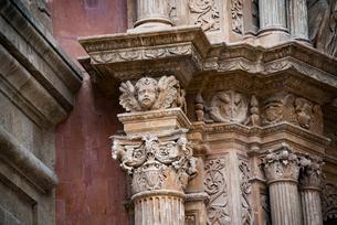 パルマ大聖堂の天使の彫刻:マヨルカ島の写真素材 [FYI03814331]