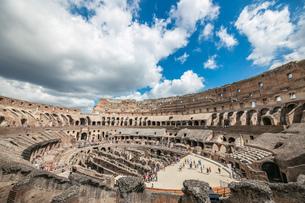 青空のローマ コロッセオ  の写真素材 [FYI03814654]