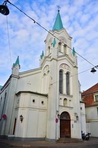 ラトビア・首都リガ旧市街世界遺産の歴史地区にある聖母受難教会の写真素材 [FYI03814658]
