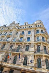 ラトビア・首都リガ新市街にある19世紀から20世紀初頭にかけてヨーロッパを中心に作られた優雅なデザインのアール・ヌーヴォー様式の建築の写真素材 [FYI03814680]