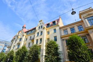 ラトビア・首都リガ新市街にある19世紀から20世紀初頭にかけてヨーロッパを中心に作られた優雅なデザインのアール・ヌーヴォー様式の建築の写真素材 [FYI03814689]