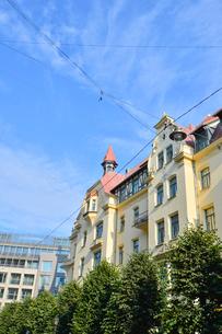 ラトビア・首都リガ新市街にある19世紀から20世紀初頭にかけてヨーロッパを中心に作られた優雅なデザインのアール・ヌーヴォー様式の建築の写真素材 [FYI03814690]