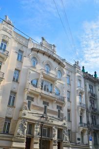 ラトビア・首都リガ新市街にある19世紀から20世紀初頭にかけてヨーロッパを中心に作られた優雅なデザインのアール・ヌーヴォー様式の建築の写真素材 [FYI03814698]