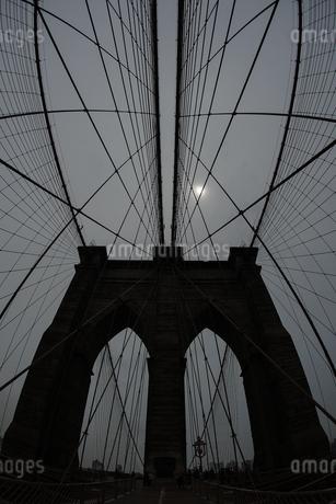 ブルックリンブリッジ(アメリカ・ニューヨーク)の写真素材 [FYI03814716]