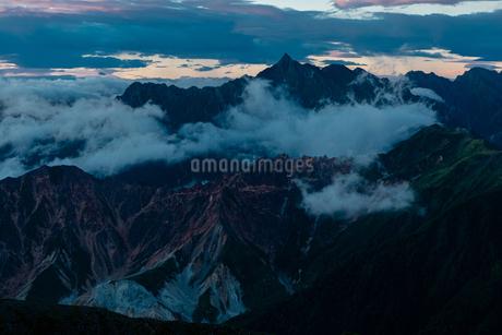 鷲羽岳からみた槍ヶ岳の写真素材 [FYI03814723]