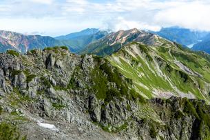 水晶岳から赤牛岳を望むの写真素材 [FYI03814729]