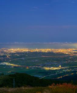 北海道 自然 風景 きじひき高原より北斗市街遠望 (夕景)の写真素材 [FYI03814802]