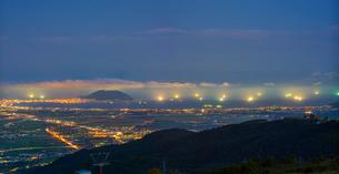 北海道 自然 風景 パノラマ きじひき高原より北斗市街遠望 (夕景)の写真素材 [FYI03814807]