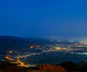 北海道 自然 風景 きじひき高原より北斗市街遠望 (夕景)の写真素材 [FYI03814809]