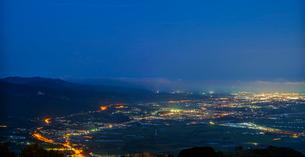 北海道 自然 風景 パノラマ きじひき高原より北斗市街遠望 (夕景)の写真素材 [FYI03814812]