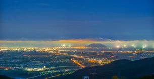 北海道 自然 風景 パノラマ きじひき高原より北斗市街遠望 (夕景)の写真素材 [FYI03814816]