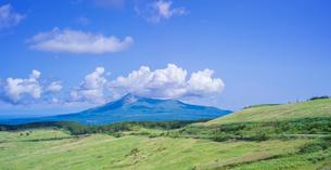 北海道 自然 風景 パノラマ きじひき公園 (噴火湾眺望台) より駒ヶ岳方面遠望の写真素材 [FYI03814828]