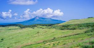 北海道 自然 風景 きじひき公園 (噴火湾眺望台) より駒ヶ岳方面遠望の写真素材 [FYI03814829]