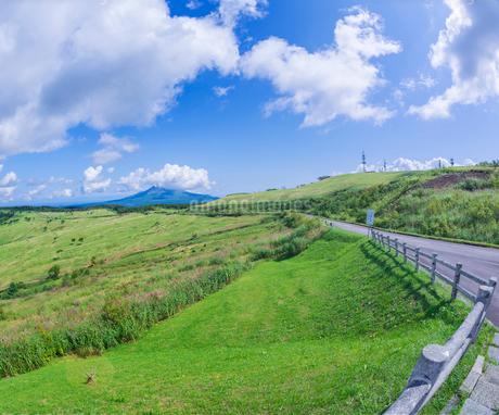 北海道 自然 風景 きじひき公園 (噴火湾眺望台) より駒ヶ岳方面遠望 (魚眼)の写真素材 [FYI03814830]