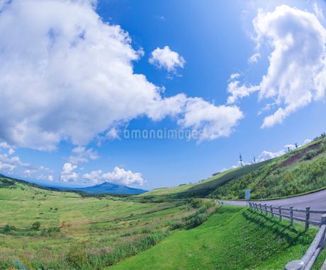 北海道 自然 風景 きじひき公園 (噴火湾眺望台) より駒ヶ岳方面遠望 (魚眼)の写真素材 [FYI03814832]