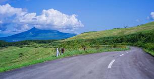 北海道 自然 風景 パノラマ きじひき公園 (噴火湾眺望台) より駒ヶ岳方面遠望 の写真素材 [FYI03814839]