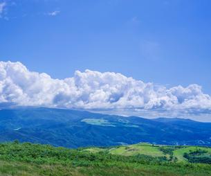 北海道 自然 風景 きじひき高原より城岱高原方面遠望の写真素材 [FYI03814844]