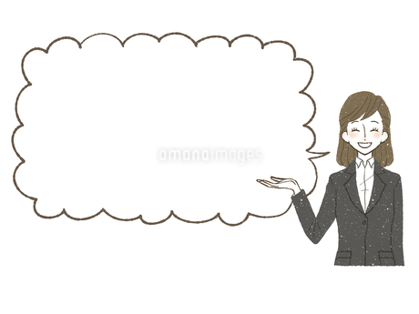 スーツ-女性-吹き出し-笑顔のイラスト素材 [FYI03814911]