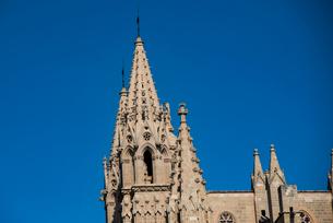 パルマ大聖堂の尖塔:スペイン・マヨルカ島の写真素材 [FYI03815027]