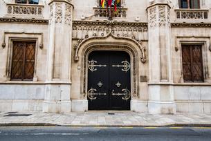 扉:マヨルカ島パルマ旧市街の建物の写真素材 [FYI03815040]