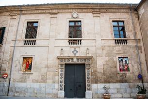 扉と窓:マヨルカ島パルマ旧市街の写真素材 [FYI03815046]