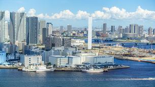 良く晴れた日の東京ベイエリア〜ウォーターフロント〜湾岸エリアの写真素材 [FYI03815194]
