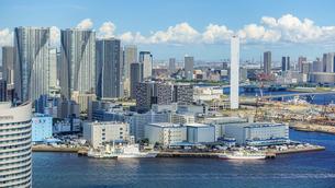 良く晴れた日の東京ベイエリア〜湾岸エリア〜ウォーターフロントの写真素材 [FYI03815195]