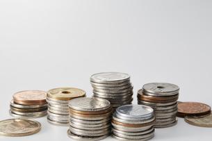 積み重ねられた日本の硬貨の写真素材 [FYI03815758]