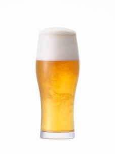 グラスに入ったビールの写真素材 [FYI03815931]
