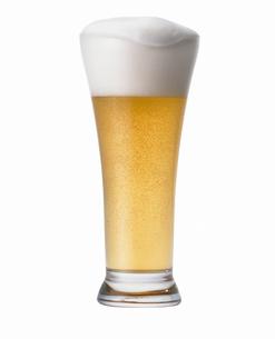 グラスに入ったビールの写真素材 [FYI03815934]