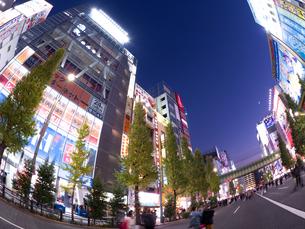 夕暮れの秋葉原電気街の写真素材 [FYI03816198]