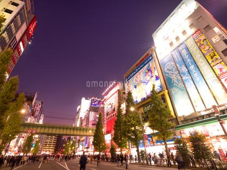 夕暮れの秋葉原電気街の写真素材 [FYI03816227]