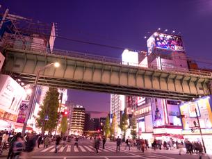 夕暮れの秋葉原電気街の写真素材 [FYI03816229]