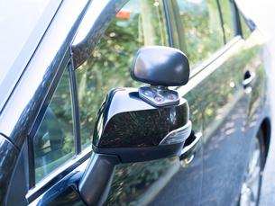 警備車両のサイドミラーの写真素材 [FYI03816271]