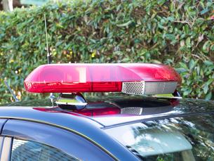 警備車両の赤色灯の写真素材 [FYI03816272]