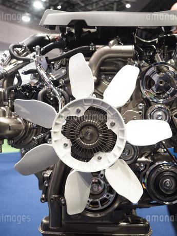 ディーゼルエンジンのカットモデルの写真素材 [FYI03816281]
